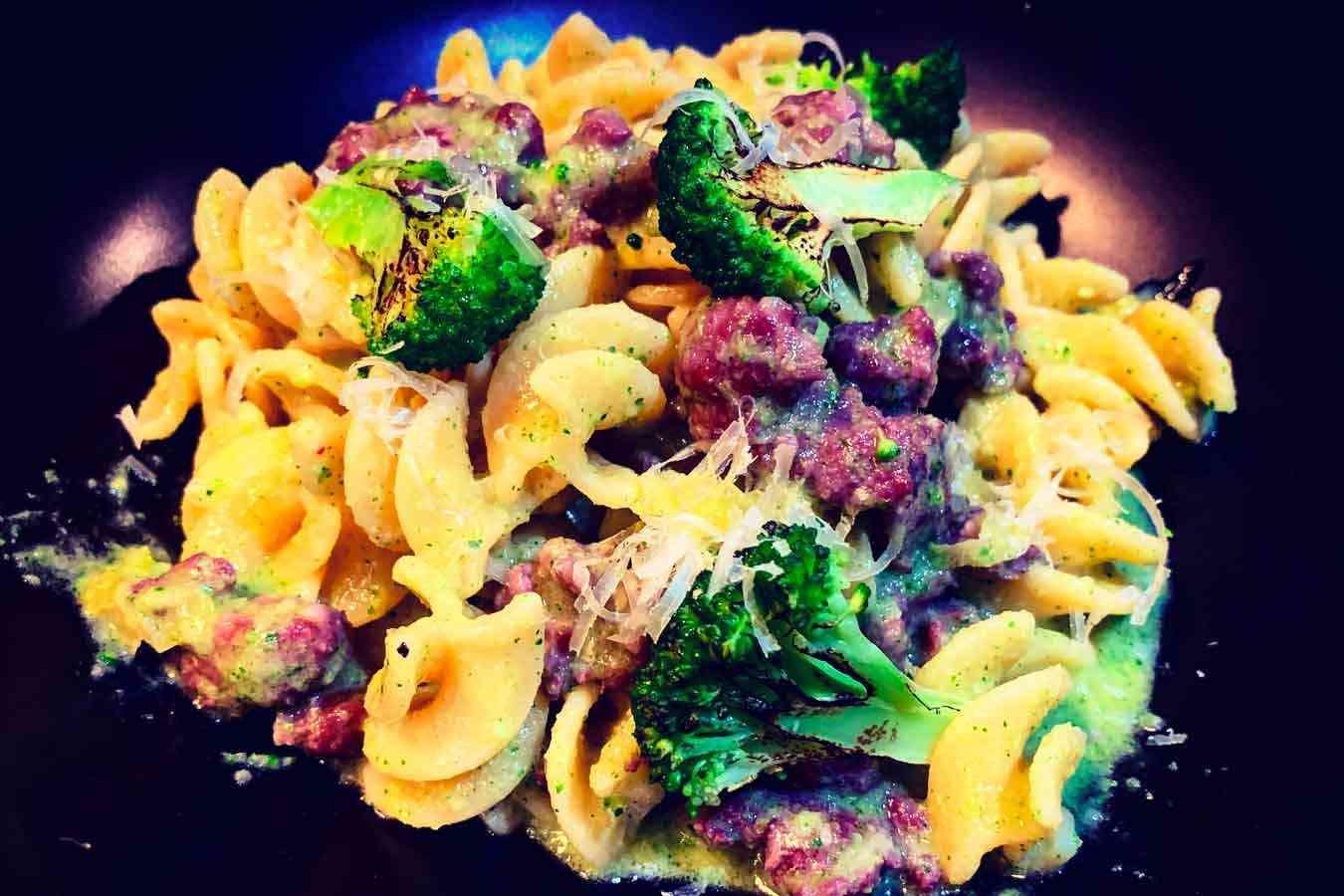Fusilli con crema di broccoli e salsiccia