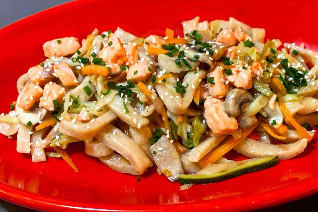 Udon (spaghetti orientali) con salmone